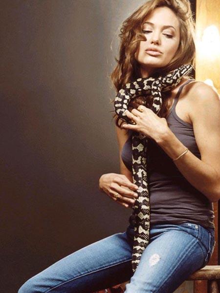 Angelina jolie naked site web